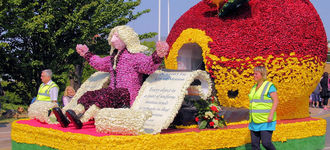 Sir Isaac Newton at Spalding Flower Festival